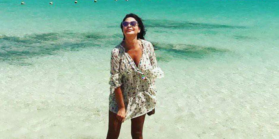 الفنانة إليسا تقضي إجازتها في أحد فنادق الجونة بالغردقة (صور)