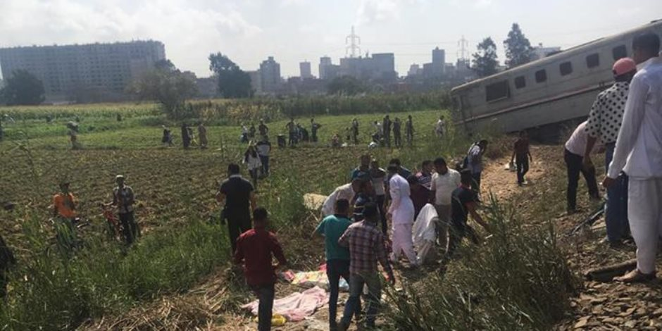 «الشريف» يوجه بتوفير مواصلات لنقل المواطنين بمنطقة حادث قطاري الإسكندرية