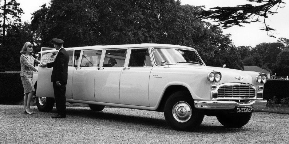 «تشيكر أيروباص».. أطول سيارة كلاسيكية متعددة الأغراض
