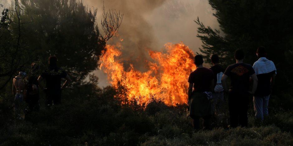 رجال الإطفاء يتمكنون من احتواء حريق غابات مدمر قرب أثينا