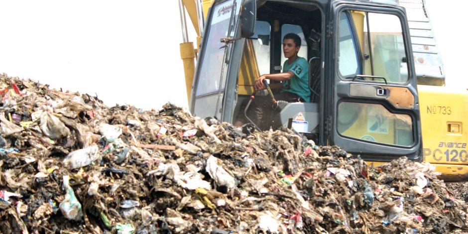 إزالة ورفع 45 طن قمامة ومخلفات وتحرير محضري بيئة بمنفلوط