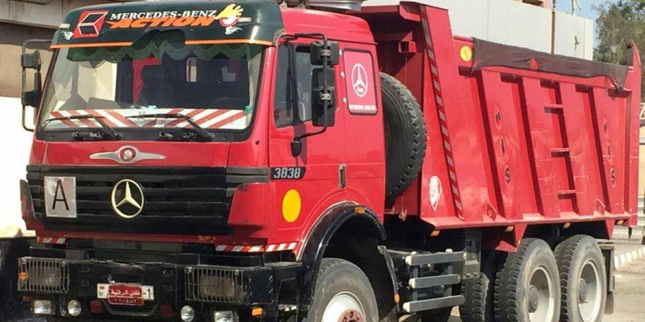 ضبط سائق سيارة نقل تسبب في زحام مروري بطريق كورنيش النيل بأثر النبي