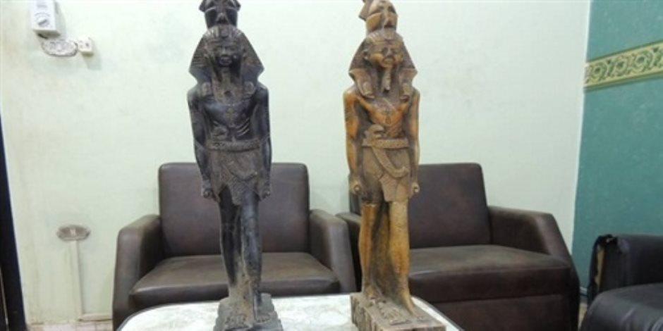 مباحث السياحة تضبط عاطل بحوزته تمثالين أثريين بمحطة الإسكندرية