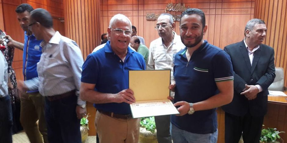 محافظ بورسعيد يكرم قيادات التربية والتعليم والمعلمين المتميزين (صور)