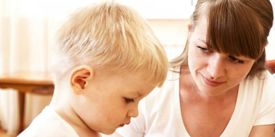 إهمال الأم لطفلها في سنواته الأولى يؤثر على حالته النفسية في مراحل عمره المختلفة