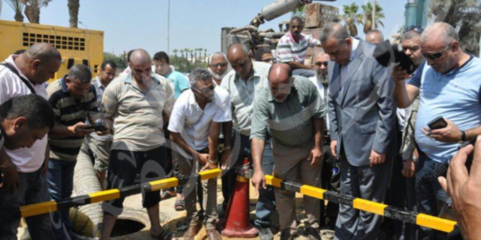 محافظ الجيزة يتفقد أعمال إصلاح خط المياه الرئيسي بالرماية