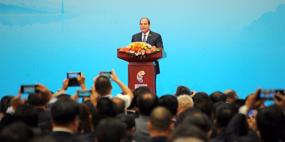 السيسى: المصريون يستكملون بناء المستقبل وتطبيق برنامج طموح نحو النمو