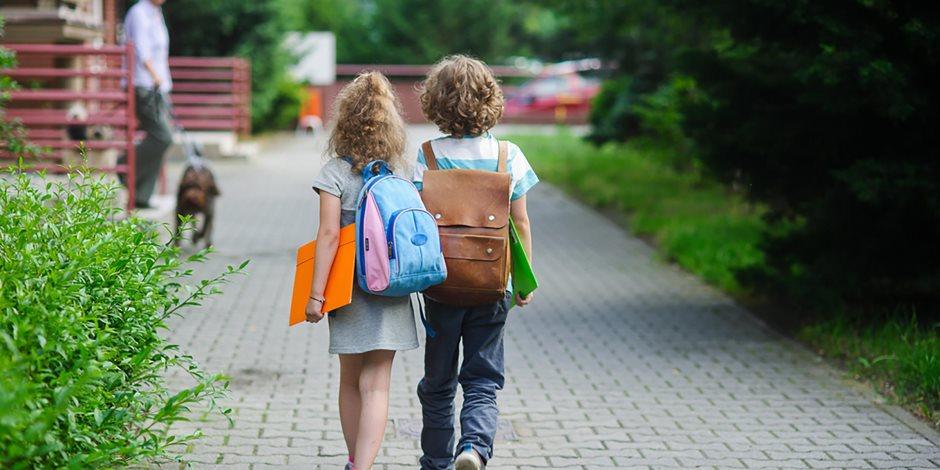 عودة المدرسة.. التعامل مع قلق الأطفال برفق وجهزي أدواته وأوعي تنسي اللانش بوكس