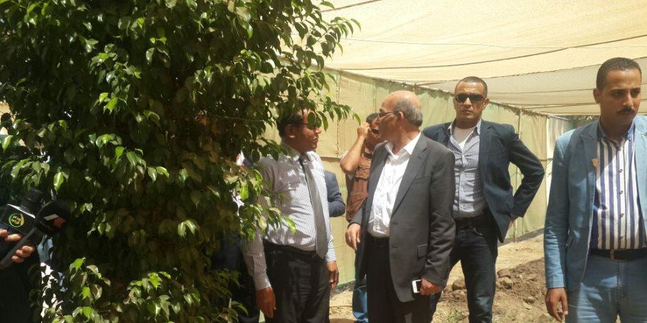 في زيارة مفاجئة.. وزير الزراعة يحيل المسئولين عن مزرعة كوم أوشيم بالفيوم للتحقيق