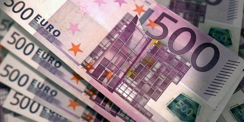 اليورو يسجل أدنى مستوى له خلال شهر