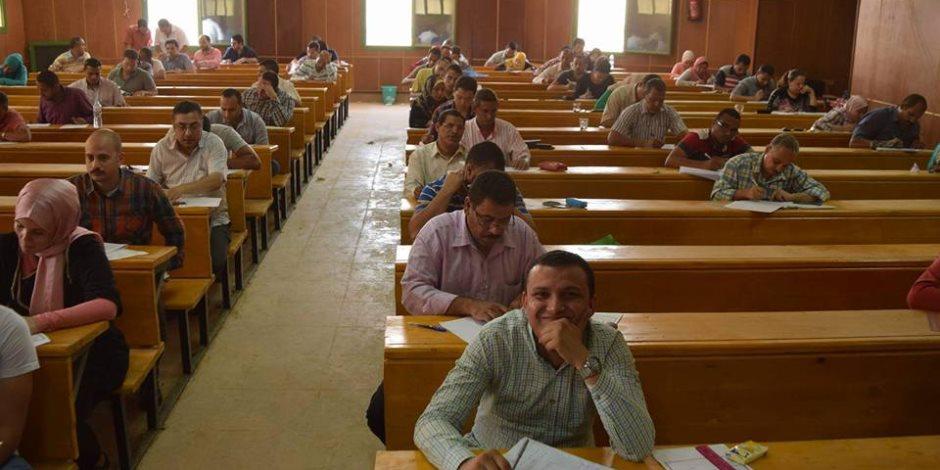 8777 طالبًا يؤدون امتحانات الفصل الدراسي الثاني بتربية أسيوط