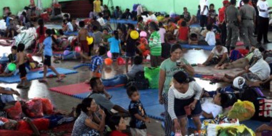 فرار المئات من منازلهم بعد تحذيرات من ثوران بركان بـ إندونيسيا