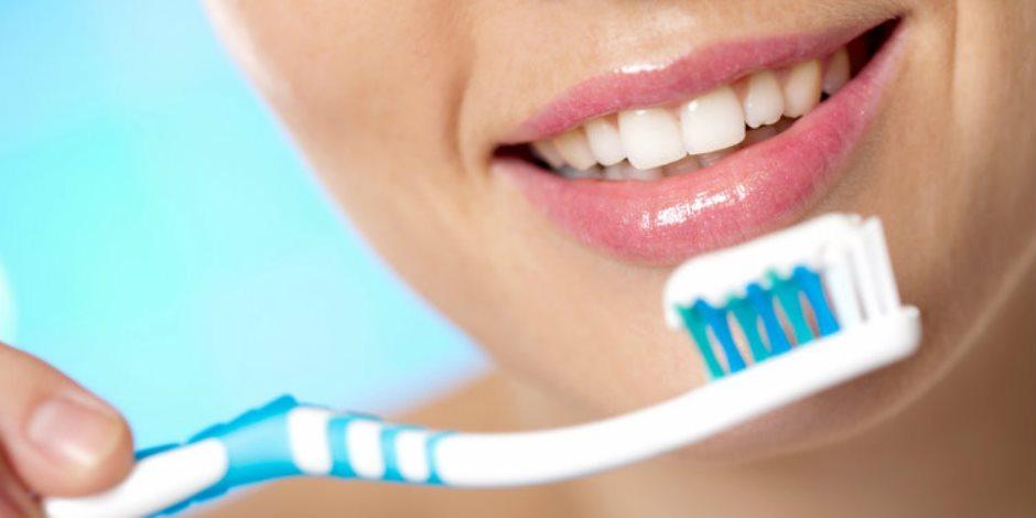 ما تفتحش بُقّك للبكتيريا والجراثيم.. نصائح لتطهير فرشاة الأسنان وموعد تغييرها