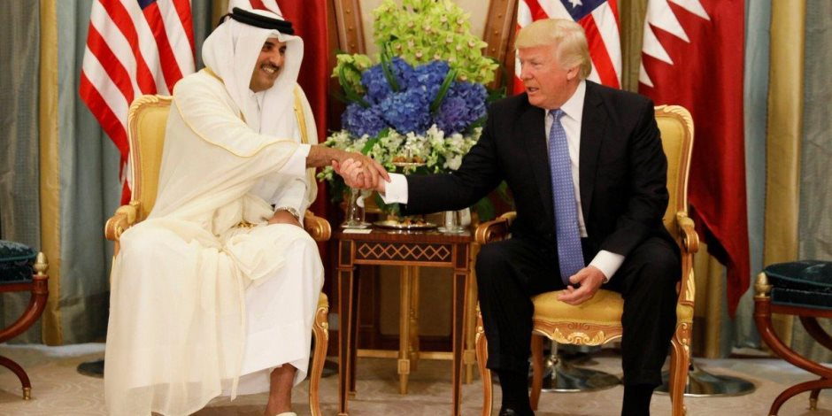 """الفضائح تحيط بـ""""تنظيم الحمدين""""..طريقة رشاوى جديدة من الدوحة لـ""""واشنطن"""""""
