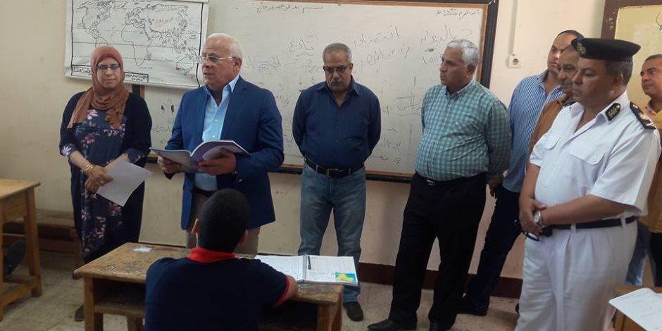 محافظ بورسعيد يواصل جولاته التفقدية على المدارس (صور)