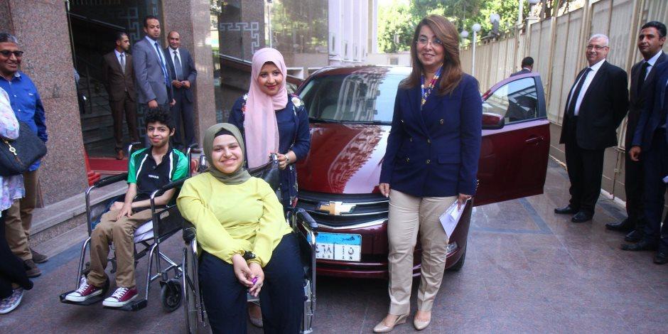 آية مسعود.. عبرت نصف رحلتها بكرسي متحرك فأهداها السيسي سيارة لاستكمال المشوار