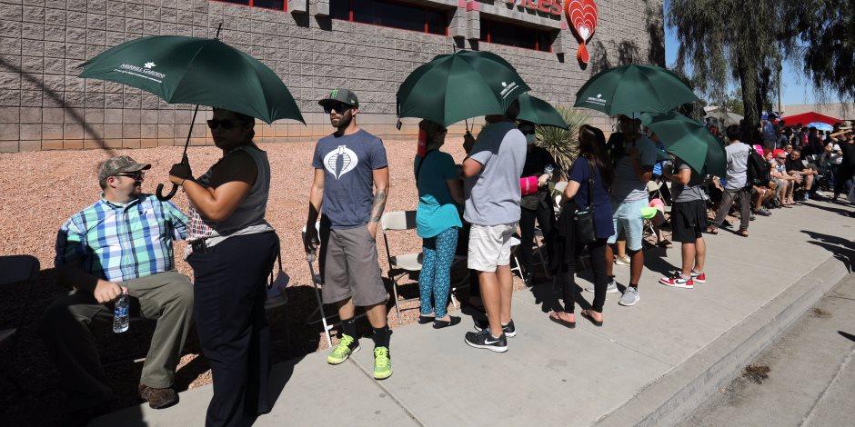 """أمريكيون يتبرعون بالدم لمصابي حادث """"لاس فيجاس"""" (صور)"""