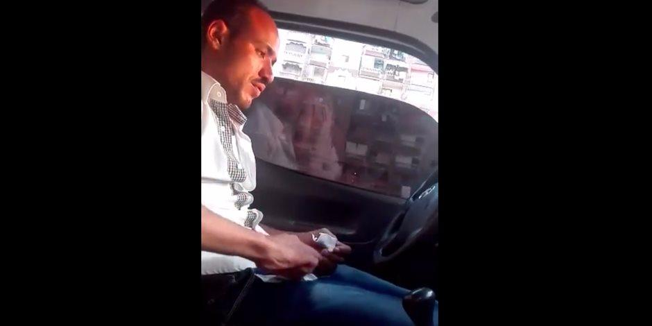 بعد ظهوره على فيس بوك.. القبض على سائق الحشيش (فيديو)