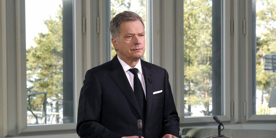 بعد بلوغه 69 عاما.. رئيس فنلندا ينتظر طفلا من زوجته البالغة 40