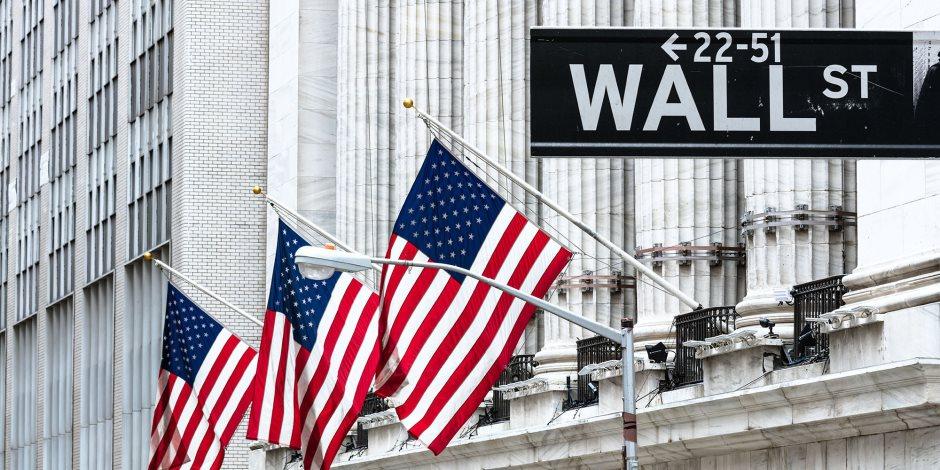 الخوف يقود وول ستريت.. كيف تأثرت البورصة الأمريكية بالقرارات الاقتصادية المتتالية؟