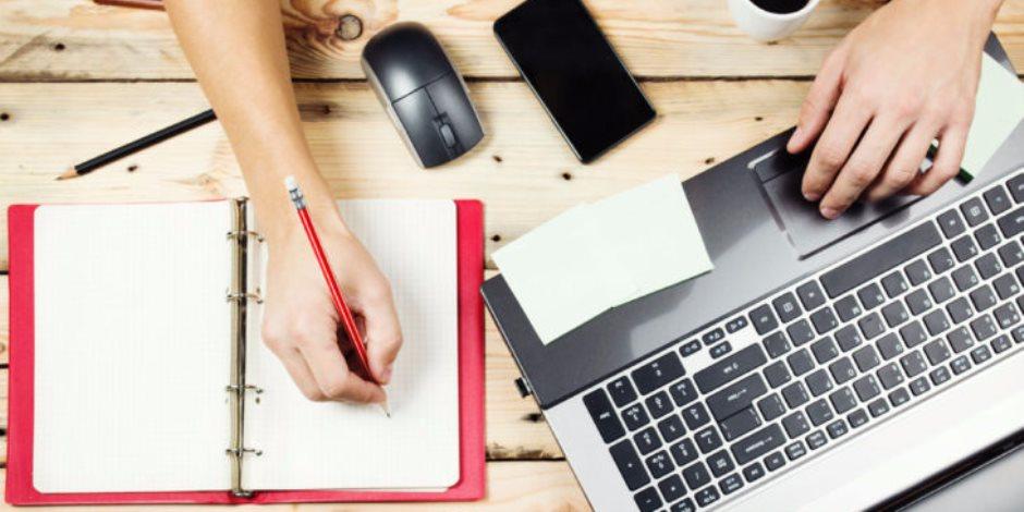 للسهارى والمبدعين.. نصائح تساعدك في نشر قصائدك على الإنترنت
