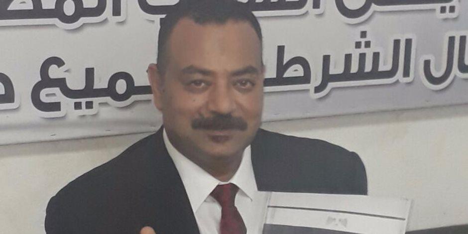 """النائب عصام فاروق يوقع استمارة """"علشان تبنيها"""" لدعم ترشح السيسي للرئاسة"""