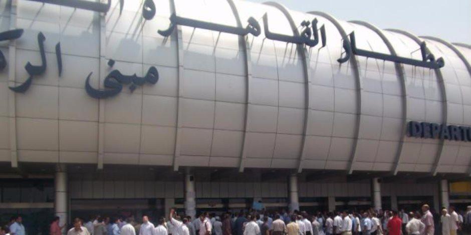 ميناء القاهرة الجوي يكرم أحد العاملين عقب اشتراكه بالعملية سيناء 2018 (صور)