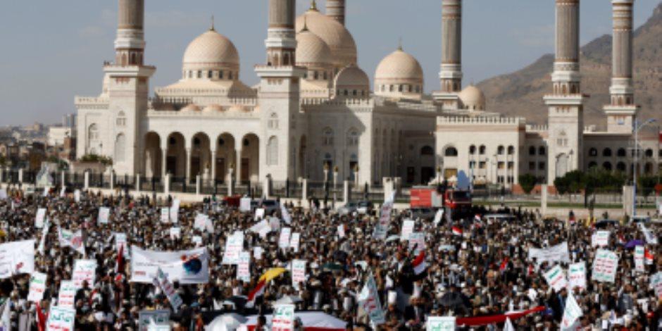 مواجهات على جبهتين.. الجيش اليمني والتحالف العربي يحاربان الحوثيين في صنعاء والقاعدة بالجنوب