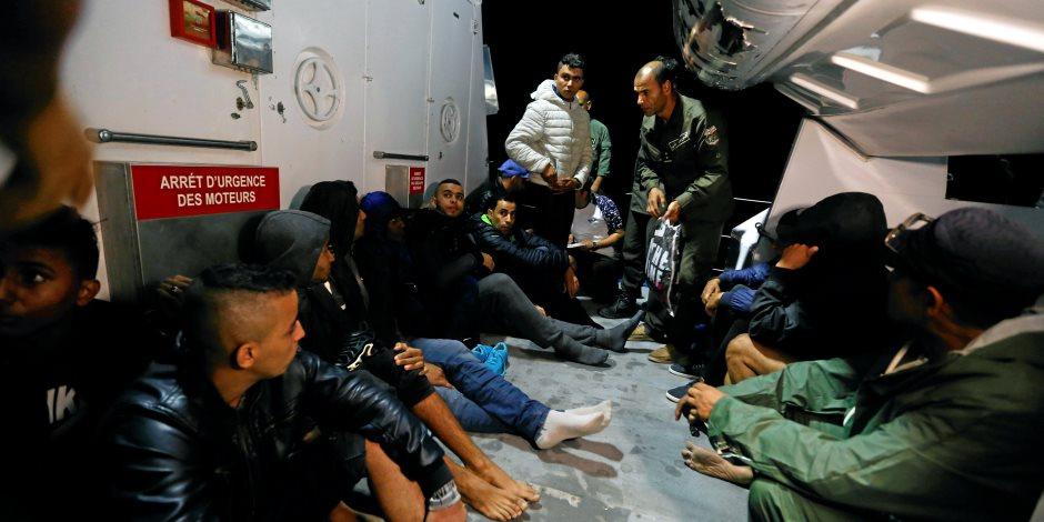 إنقاذ 12 تونسي بعد تعطل مركبهم أثناء محاولتهم الهجرة غير الشرعية (صور)