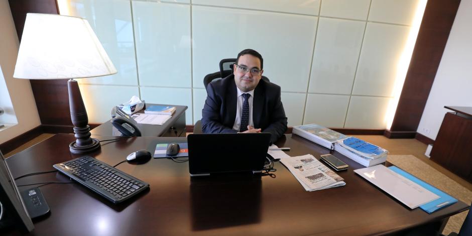 المستثمر في حمايته.. ماذا قدم محسن عادل بعد 40 يوماً من تعيينه رئيساً لهيئة الاستثمار؟