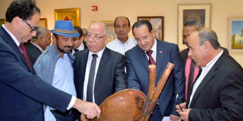 """حلمي النمنم ومحمد زين العابدين يفتتحان معرض """"مدرسة تونس"""" بالأقصر"""