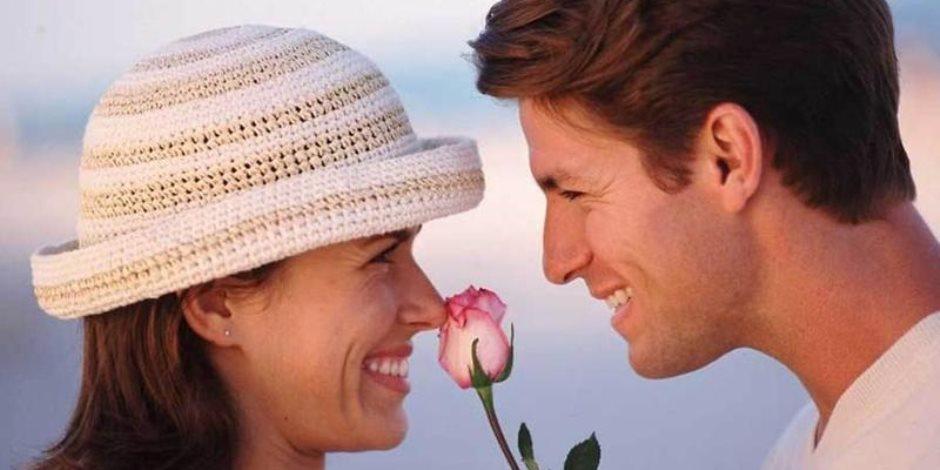 أربعة أمور يفعلها الرجل المحب .. يراها جميلة ويستمع إليها