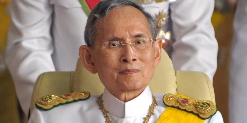 بعد عام من وفاته.. رماد جثمان ملك تايلاند الراحل يعود للقصر