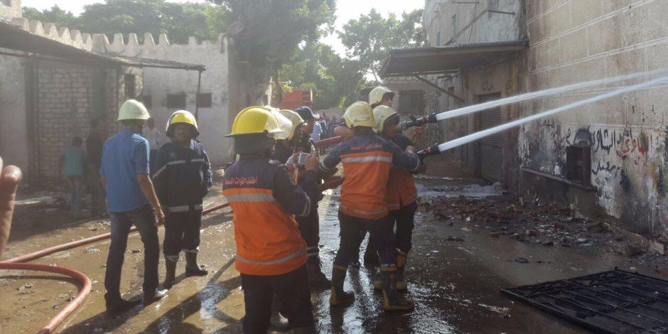 الحماية المدنية تحاول إطفاء حريق مصنع الكيماويات في الإسكندرية (فيديو وصور)