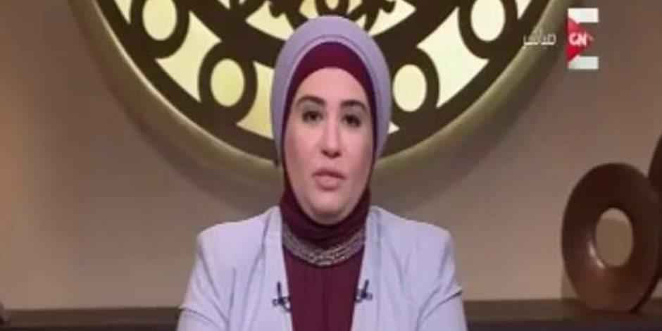 """نادية عمارة: إدمان """"فيسبوك"""" بمصر مثل تعاطي """"الكوكايين"""""""