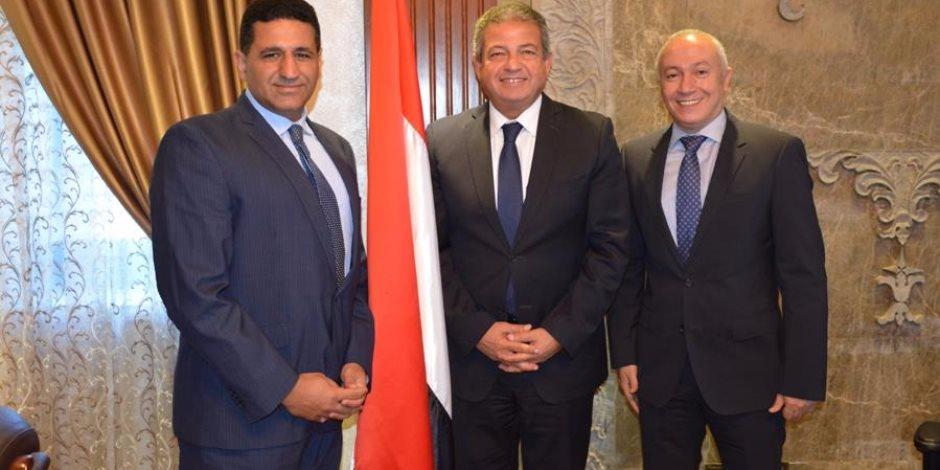 وزير الشباب والرياضة يستقبل سفير مصر لدى صربيا