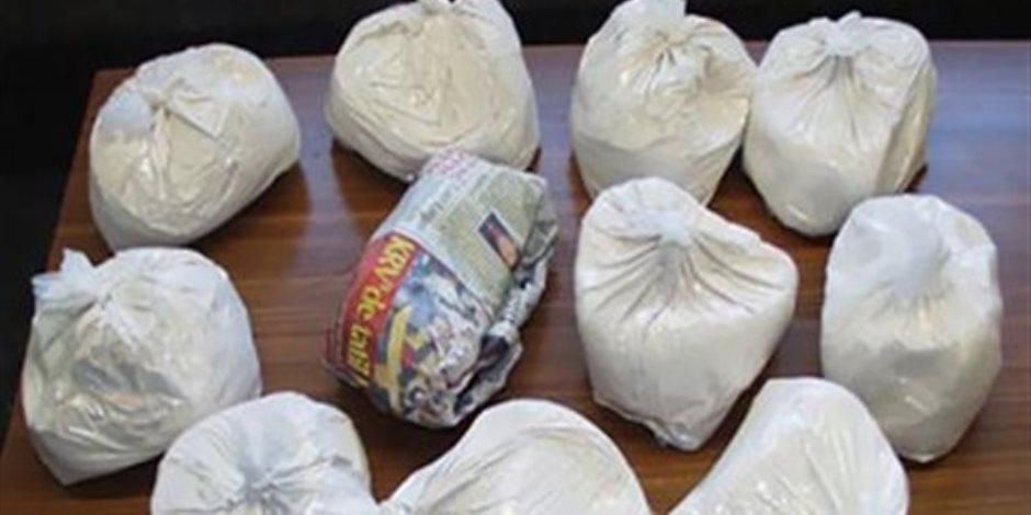 ضبط عاطلين لاتهامهما بالإتجار في الهيروين بالطالبية