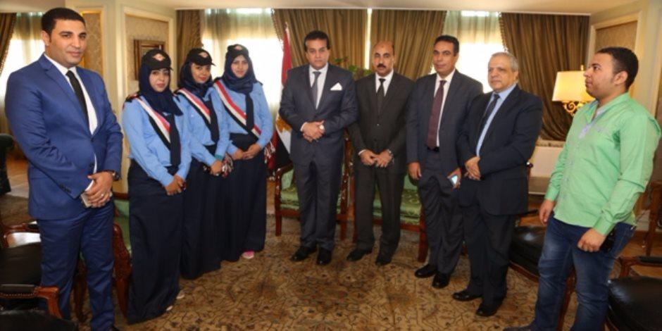 وزير التعليم العالي يبحث مع رئيس جامعة الفيوم وموظفات الأمن لبحث حادث الاعتداء عليهن