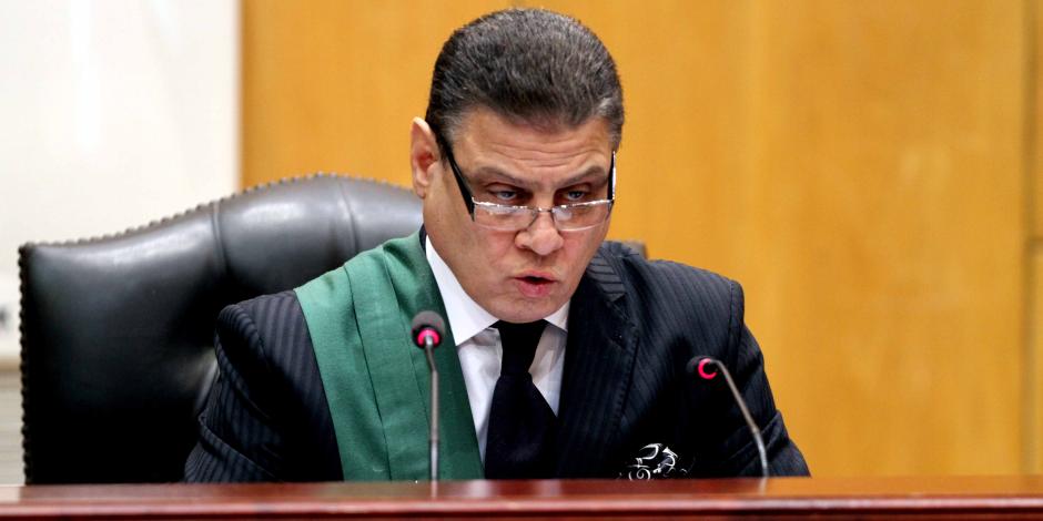قاضي «اقتحام الحدود» يحذر العريان وآخرين من الضحك أثناء الجلسة