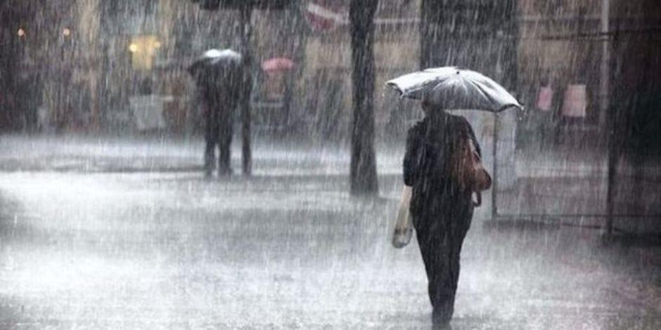 موجة من الطقس السيئ تضرب دمياط.. والأمطار تغرق الشوارع
