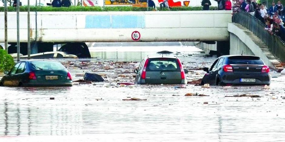 اليونان تعلن الحداد على ضحايا فيضانات أثينا