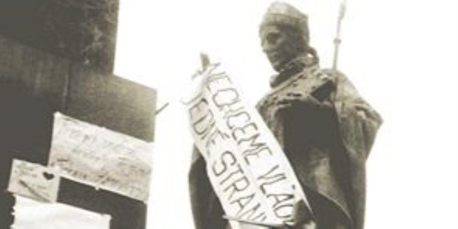 """الثورة التشيكوسلوفاكية.. لماذا وصفت بـ""""الرقة""""؟"""