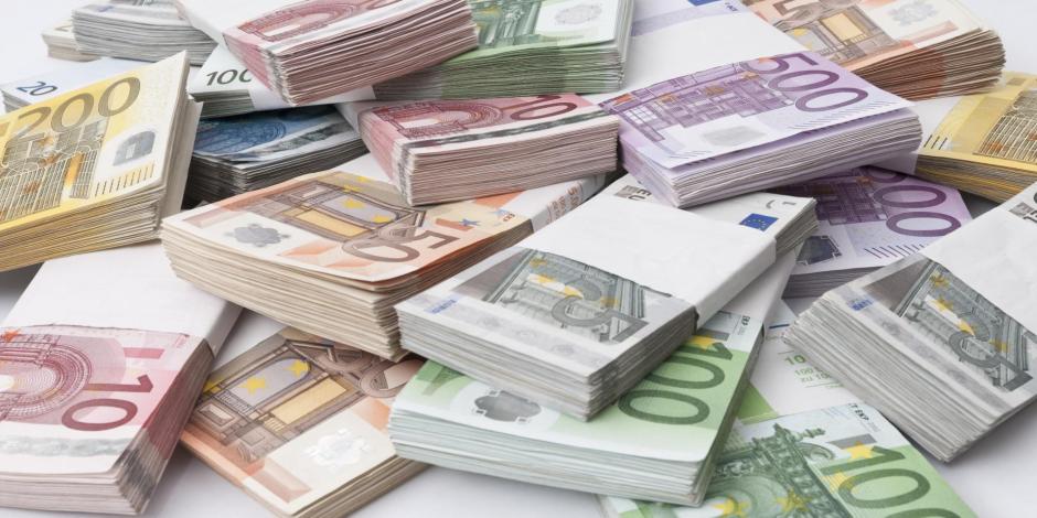 اليورو والين ينتصران على الدولار.. تعرف على أسباب ارتفاع عملتي أوروبا واليابان؟