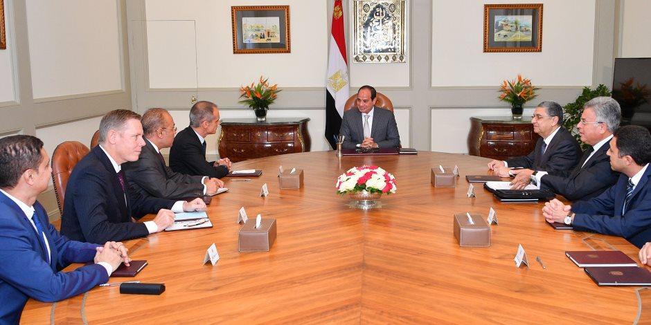 """السيسي لرئيس """"شنايدر إليكتريك"""": مصر تشّيد 12 مدينة جديدة بينها العاصمة الإدارية"""