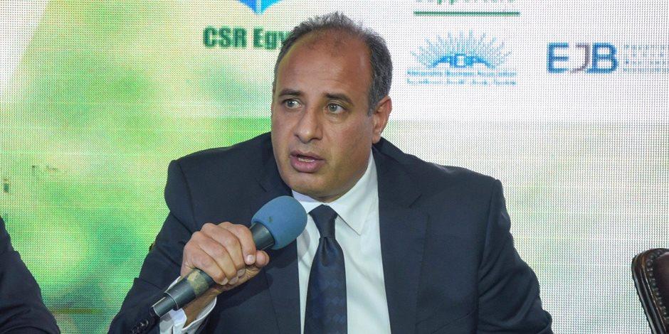 """محافظ الإسكندرية يشيد بتجربة مصانع """"أبيس"""" للسجاد اليدوي: من أنجح التجارب التنموية"""