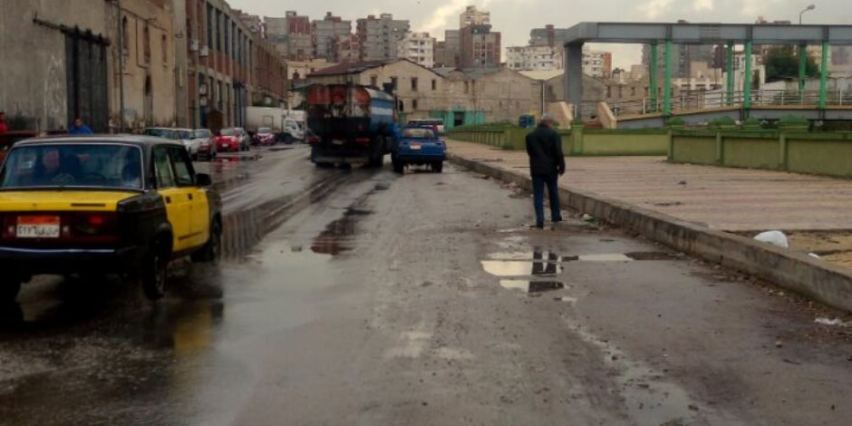 """أمطار رعدية غزيرة تضرب شوارع الإسكندرية.. وتحول البحيرة إلى برك مائية.. والمحافظة ترد بتشكيل غرف عمليات للمتابعة.. و""""المرور"""" تناشد السائقين توخى الحذر (صور)"""