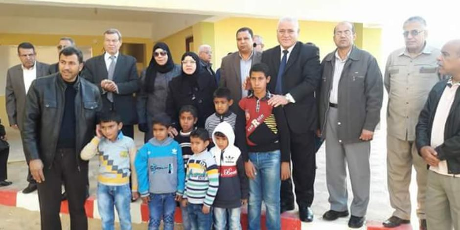 وكيل تعليم شمال سيناء تواصل زيارتها لمدارس الروضة ببئر العبد (صور)