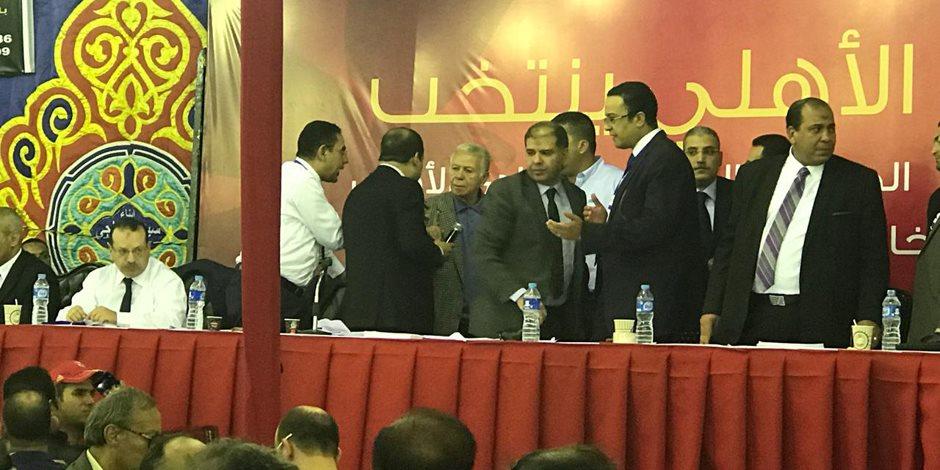"""انتخابات الأهلي.. طرد حسن حمدي: """"من فضلك اخرج برا الخيمة"""""""