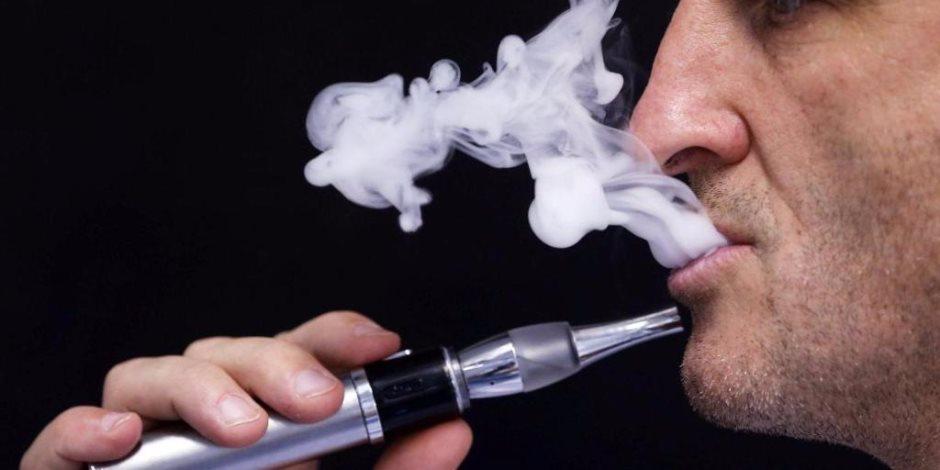 السجائر الاليكترونية الباب الملكي لإدمان المراهقين للتبغ
