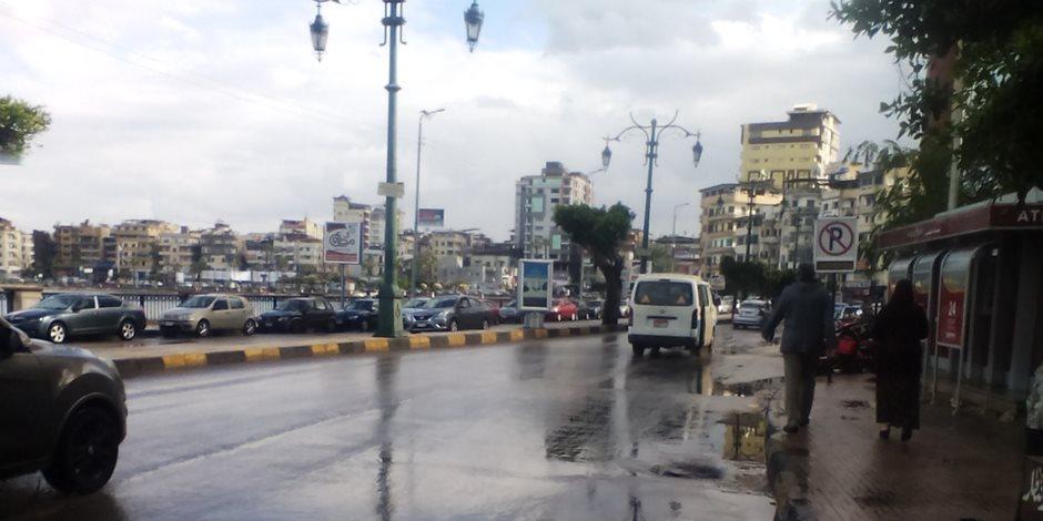 تعطل بالوعات تصريف الأمطار في دمياط بعد موجة الطقس السيئ (صور)